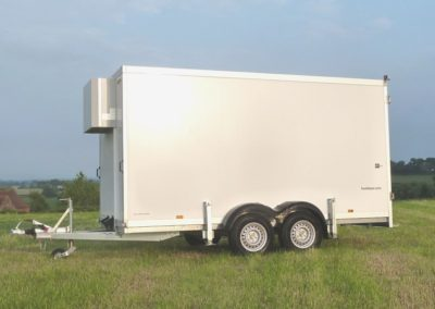 4m Cool-Plus fridge trailer side view